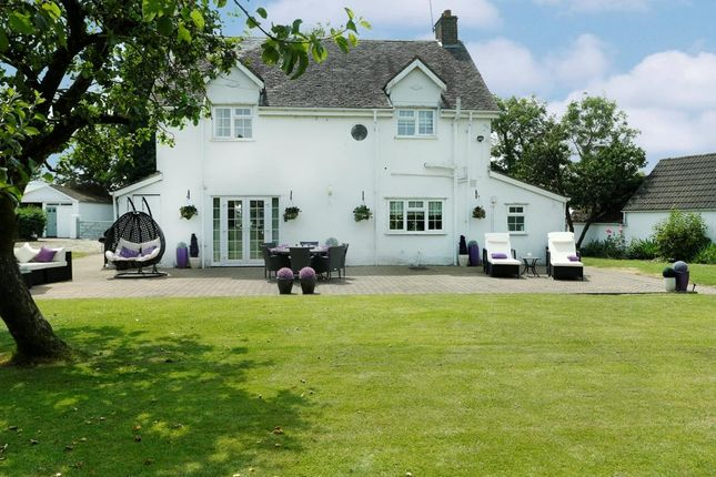 Thumbnail Farmhouse for sale in Fosse Way, Monks Kirby, Rugby