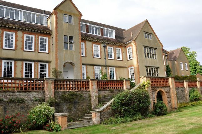 1 bed flat to rent in Goodwyns Place, Dorking