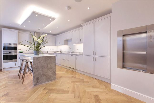 Thumbnail Terraced house for sale in Crescent Grove, Clapham, London