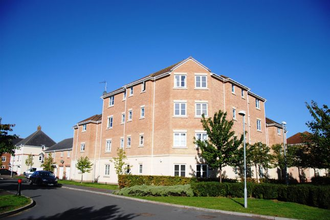 Thumbnail Flat for sale in Waterfall House, Endeavour Road, Swindon