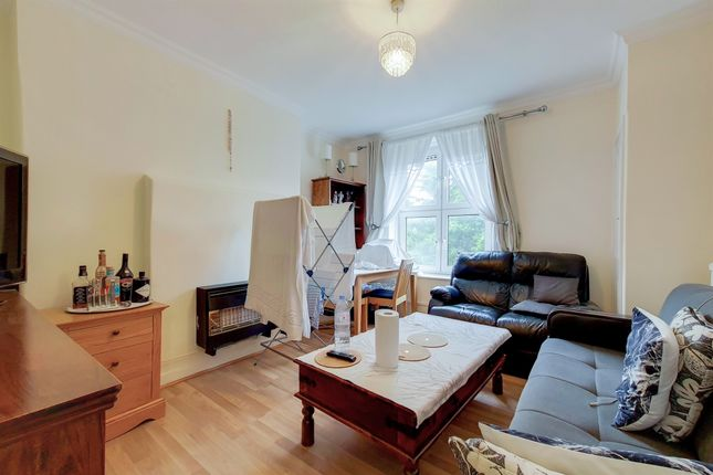 Thumbnail Flat for sale in Wandsworth Road, London