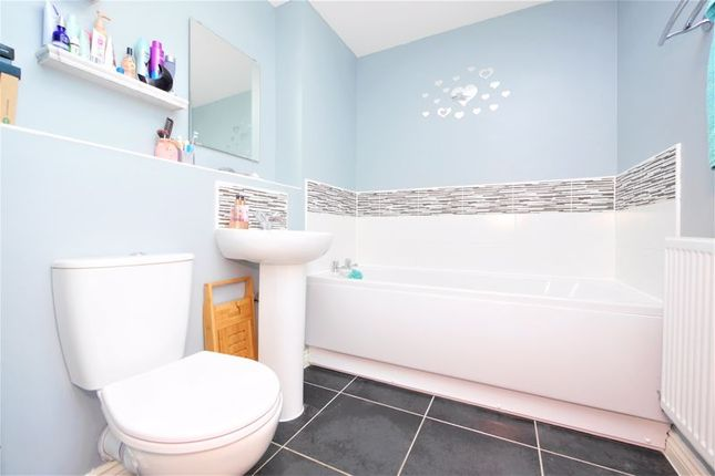Bathroom of Raven Road, Didcot OX11