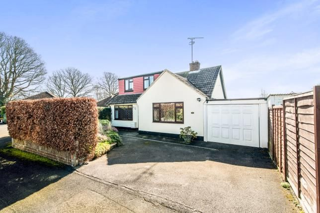Thumbnail Bungalow for sale in Pamber Heath, Tadley, Hampshire