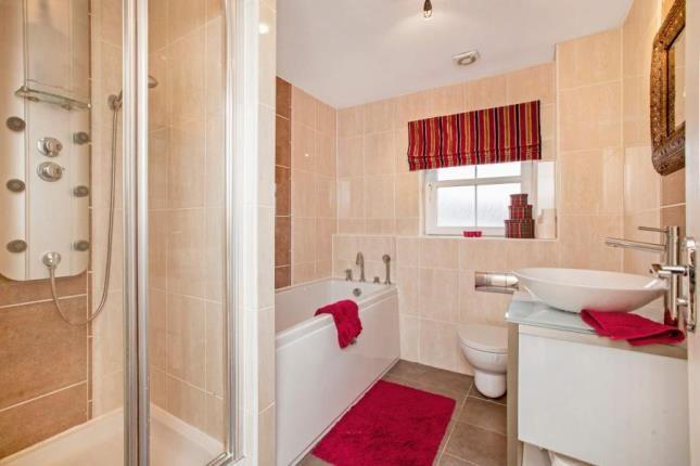 Family Bathroom of East Nerston Grove, East Kilbride, Glasgow, South Lanarkshire G74