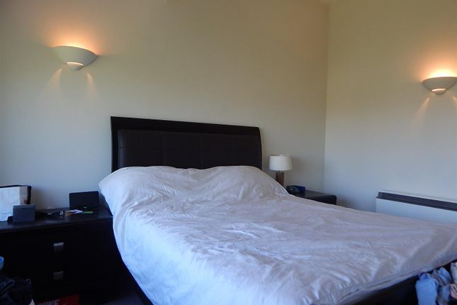 2 bedroom flat to rent in Alcantara Crescent, Ocean Village, Southampton
