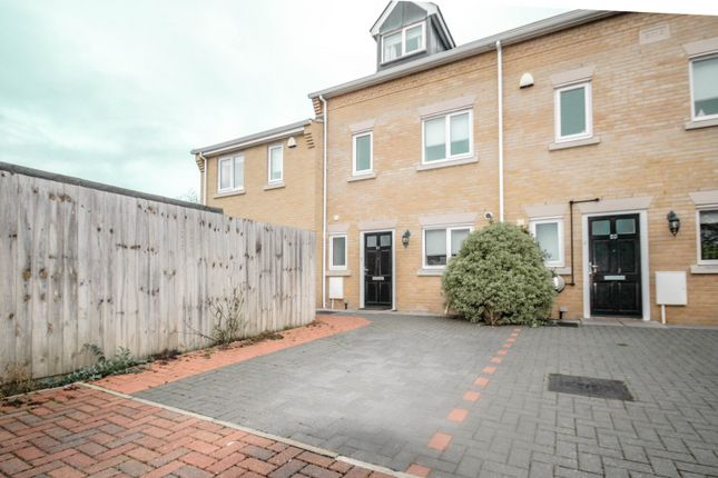 Terraced house to rent in Brothers Place, Cambridge