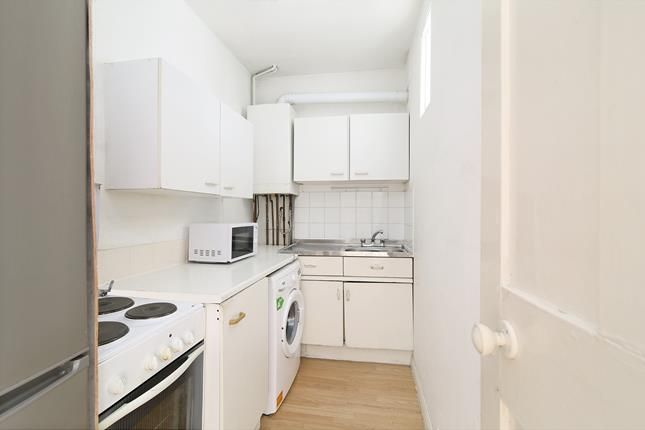 Thumbnail Flat to rent in Tower Bridge Road, London