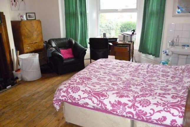 Thumbnail Terraced house to rent in Ash Grove, Hyde Park, Leeds