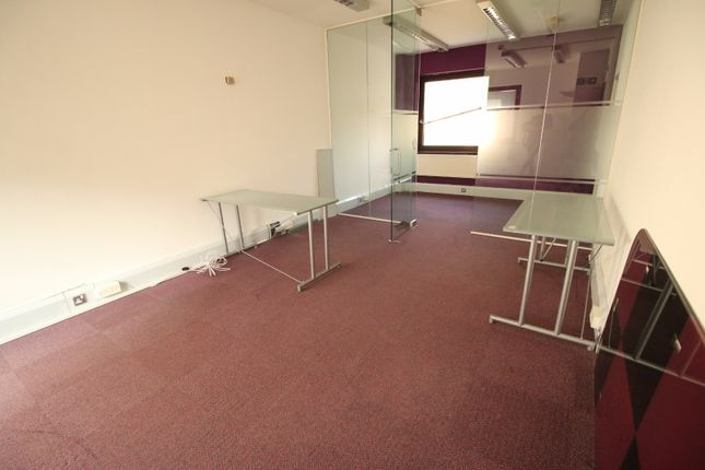 Thumbnail Commercial property to let in Skylines Village, Limeharbour, London