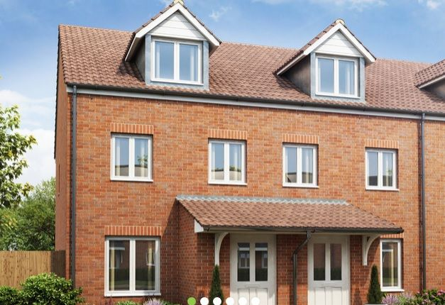 Thumbnail Town house to rent in Peacock Gardens, East Leake, Loughborough