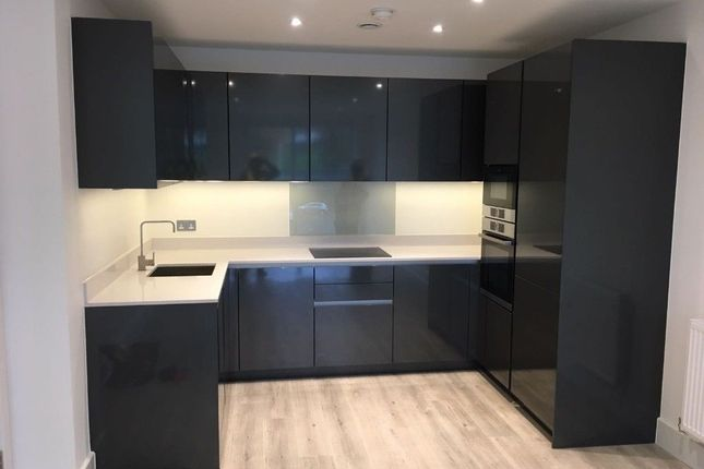 Thumbnail Flat to rent in Warren Road, London
