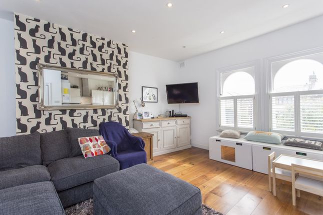 Thumbnail Flat to rent in Caversham Road, London