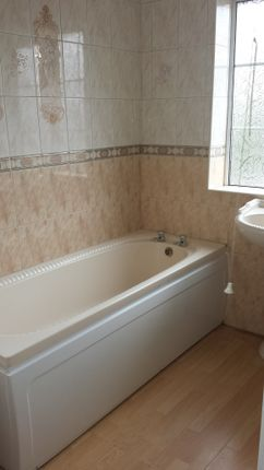 Bathroom - Clayton Drive - 3 Bed Semi For Rent In Thurnscoe