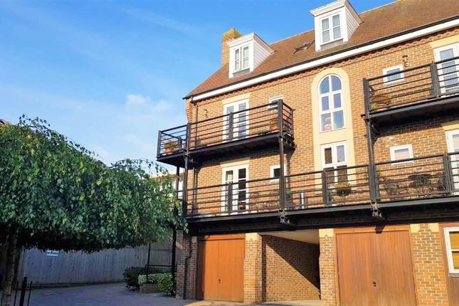 Thumbnail Flat for sale in Alexander Mews, Billericay