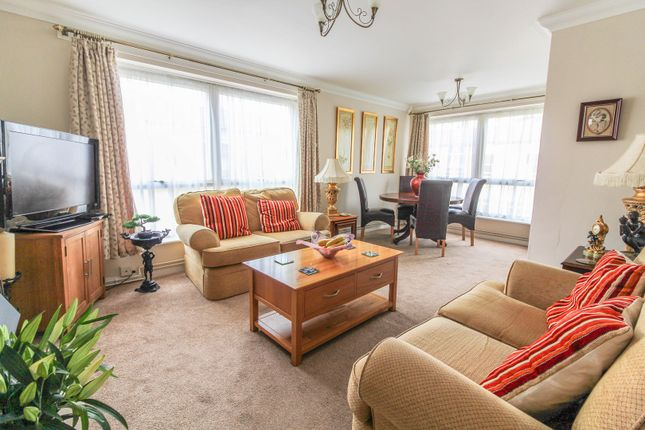Thumbnail Flat for sale in Liebenrood Road, Reading