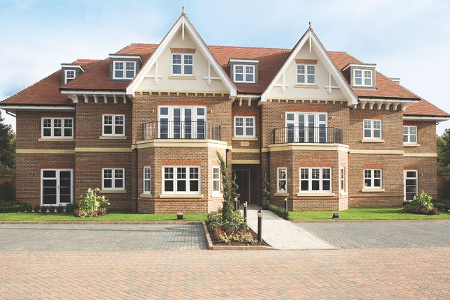 Thumbnail Flat to rent in Shoppenhangers Road, Maidenhead