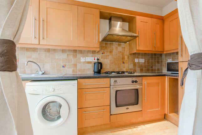 2 bed flat to rent in Birnam Road, Finsbury Park