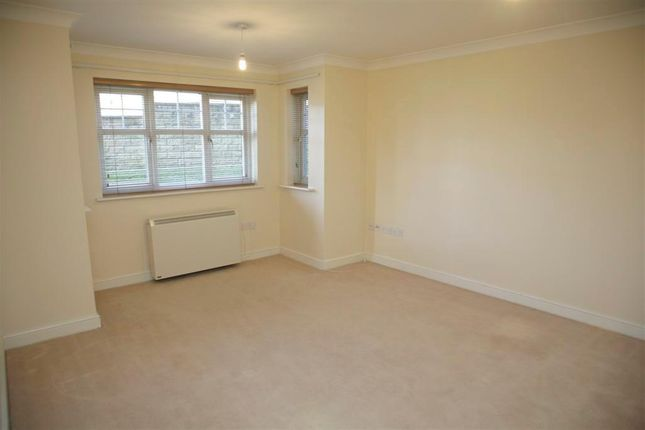 2 bed flat to rent in Millers Vale, Helmshore, Rossendale BB4