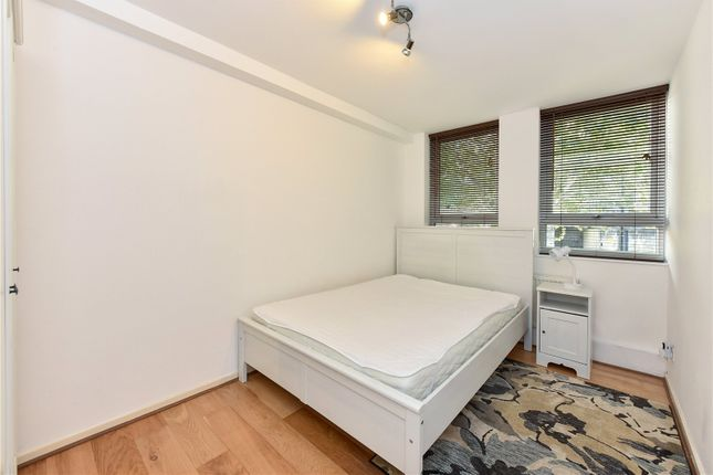 Bedroom of Thomas More Street, London E1W
