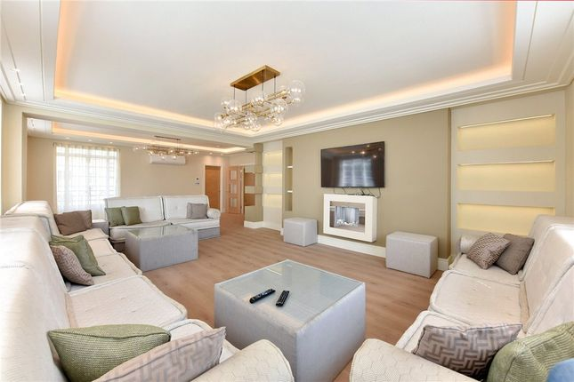 Thumbnail Flat for sale in George Street, London