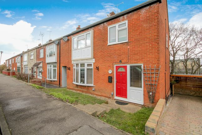 Thumbnail Terraced house for sale in Takely Ride, Kingswood, Basildon