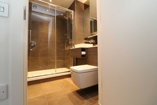 Flat to rent in Smithfield Square, London