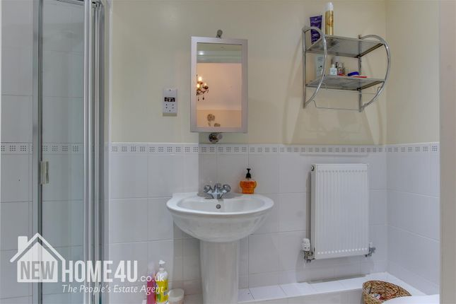 Ensuite: of Llys Bychan, Holywell CH8