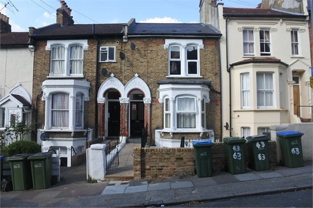 Thumbnail Maisonette to rent in Ripon Road, Woolwich, London