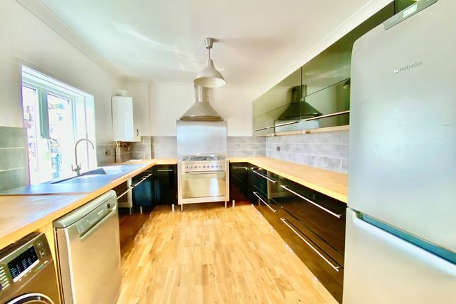 2 bed flat to rent in The Old Mill, River Road, Arundel BN18
