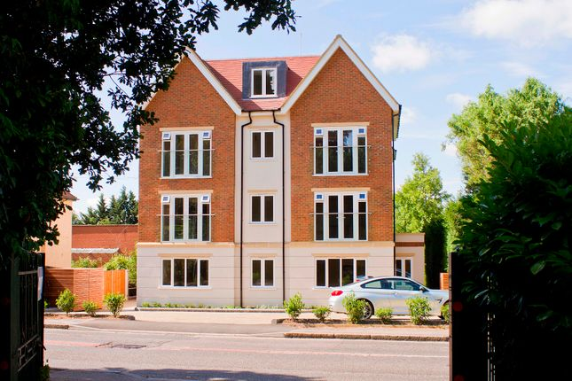 Flat for sale in Green Lane, Northwood