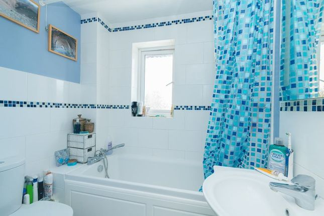 Bathroom of Hyde Place, The Hyde, Milton, Abingdon OX14