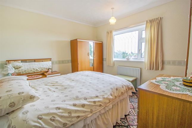 Bedroom 2 of Mere Dyke Road, Luddington, Scunthorpe DN17