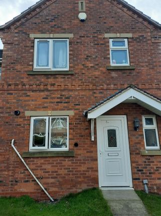 Thumbnail Town house for sale in Thornwood Close, Thurnscoe