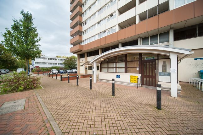 Thumbnail Flat to rent in Biscoe Close, Heston