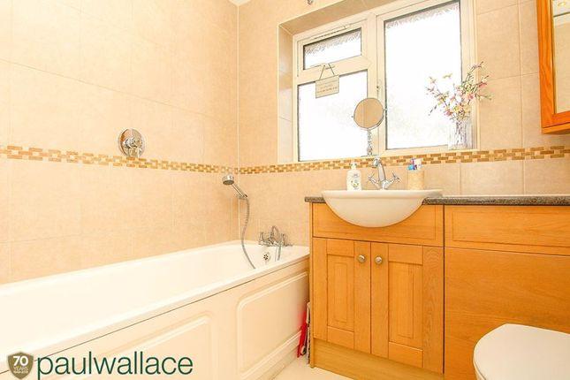 Bathroom of Richmond Close, Cheshunt, Waltham Cross EN8