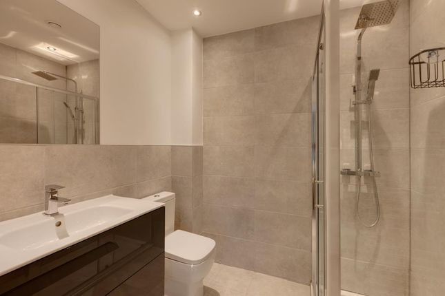 Master En-Suite of Ashfurlong Close, Dore, Sheffield S17