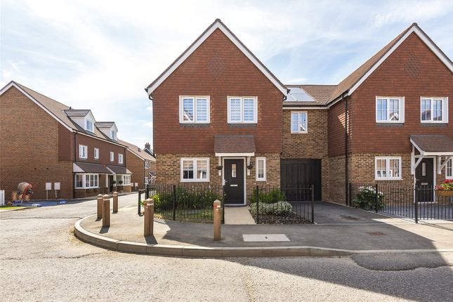 Thumbnail Link-detached house for sale in Moy Green Drive, Horley, Surrey