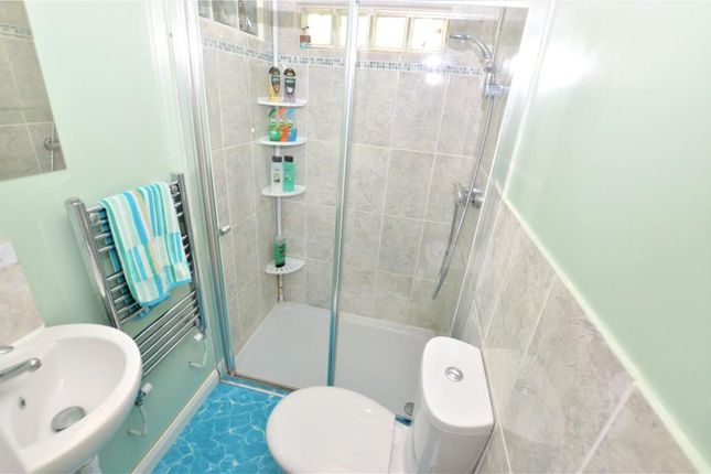 En Suite of Trelawney Avenue, Treskerby, Redruth TR15