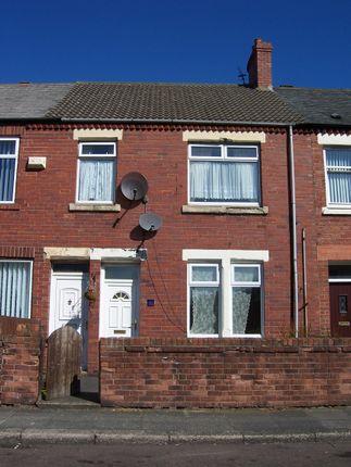 2 bed flat to rent in Castle Terrace, Ashington
