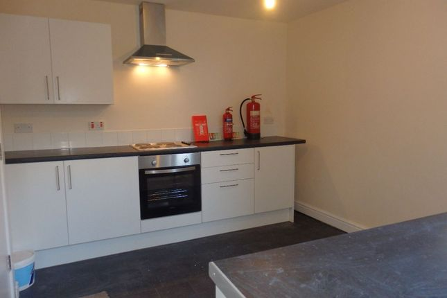 Thumbnail Room to rent in Carmarthen Road, Cwmbwrla, Swansea