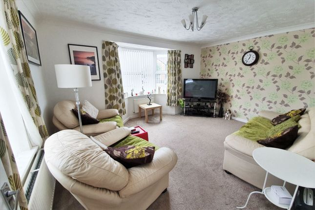 Lounge of Little Meer Close, Leicester LE3