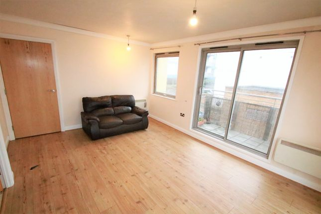 1 bed flat to rent in Citiscape, Frith Road, East Croydon, Surrey