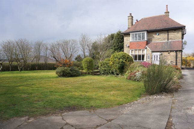 4 bed detached house to rent in Oxford Road, Dewsbury WF13
