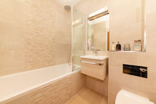 Bathroom of Hadrian Way, Baldock SG7