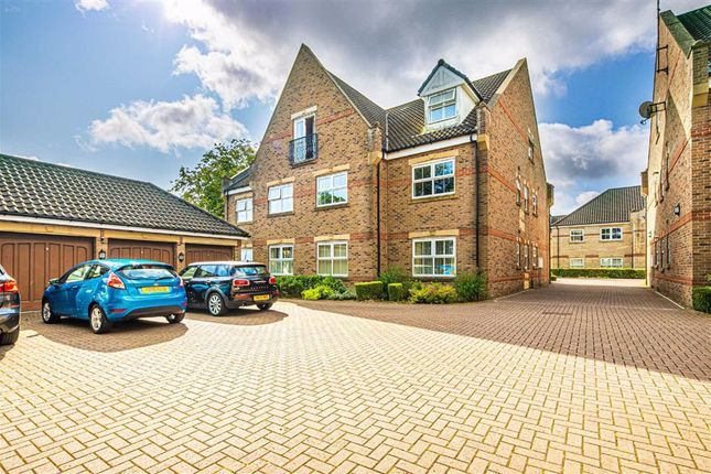 Flat for sale in 30, Folkwood Grove, Bents Green