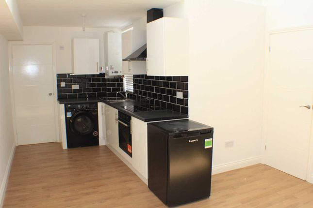 Thumbnail Flat to rent in Church Lane, Banbury