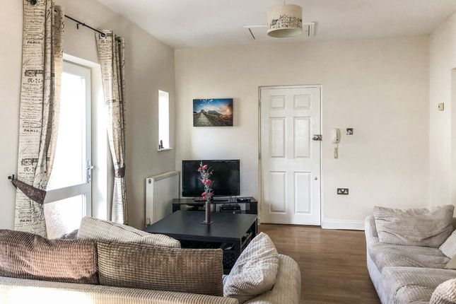 Thumbnail Flat for sale in Northville Drive, Westcliff On Sea