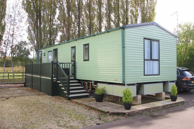 Thumbnail Mobile/park home for sale in Rayford Park, Tiddington Road, Stratford-Upon-Avon