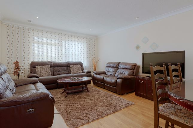 Thumbnail Flat for sale in High Road, New Southgate, London