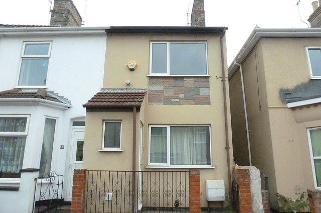 Thumbnail Terraced house to rent in Cambridge Road, Lowestoft